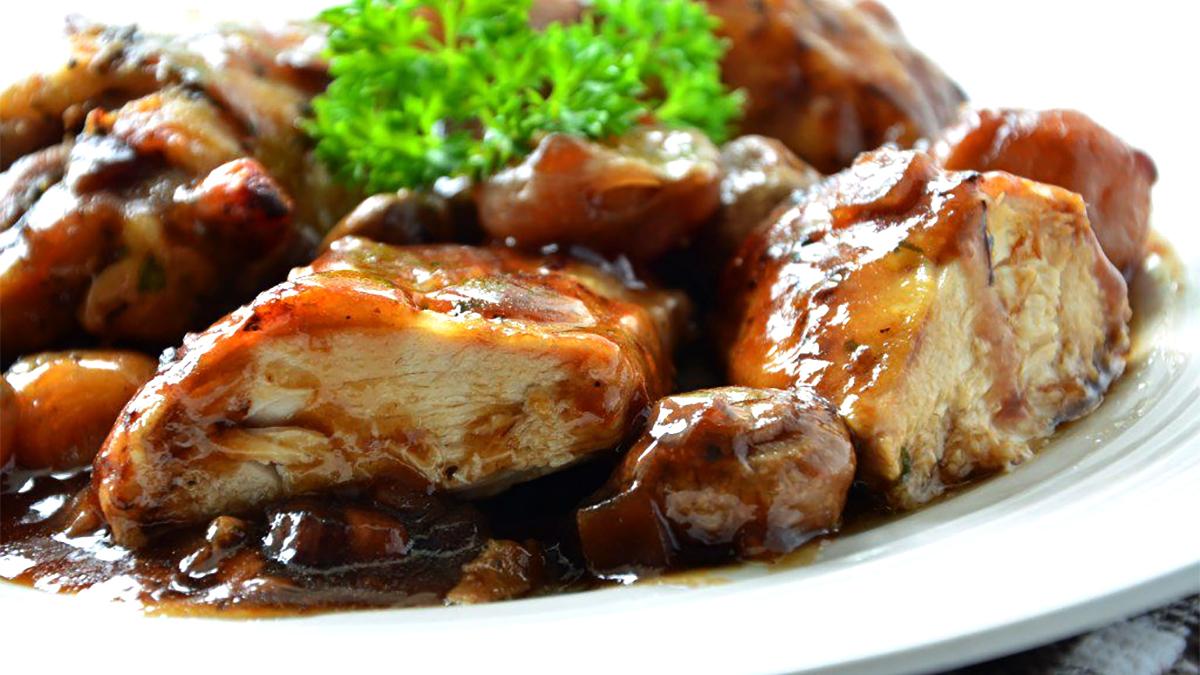 Recette de coq en bure : spécialité gastronomique de Rochefort
